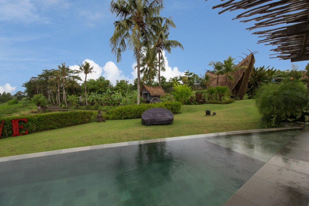 Surrounded by Nature Villa with Long Lease