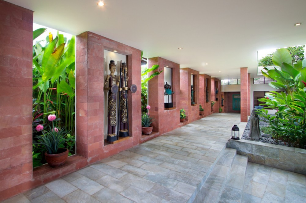 Luxurious Villa with Amazing View for Sale in Bukit