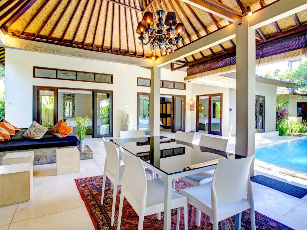 Villa Indah Tiga Kamar Tidur Disewakan Bulanan Di Area Seminyak