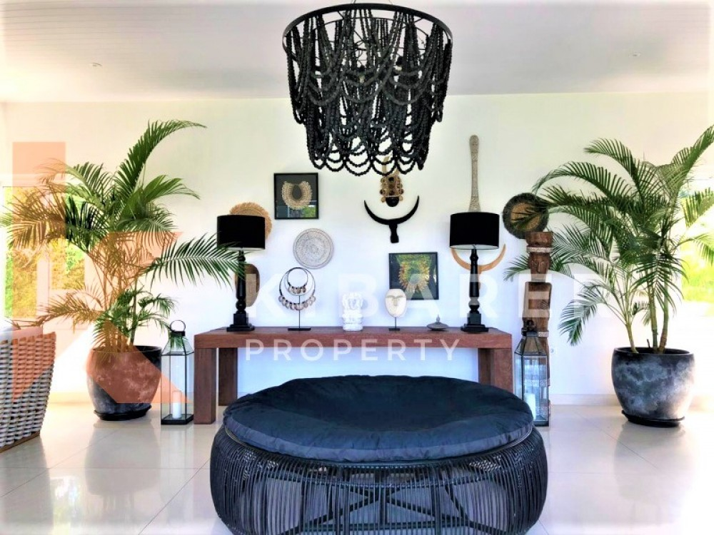 STUNNING FIVE BEDROOM,CLOSE LIVING VILLA IN PECATU