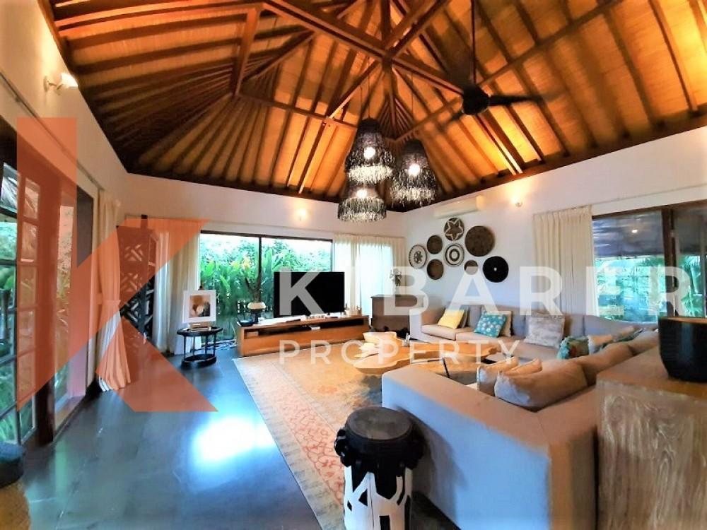 BEAUTIFUL FIVE BEDROOM,CLOSE LIVING VILLA IN TABANAN