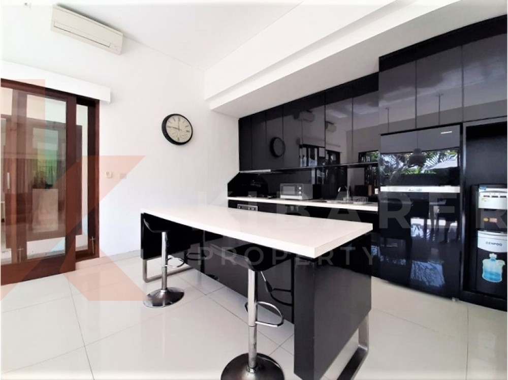 Beautiful Two Bedrooms Open Close Living Room In Pererenan
