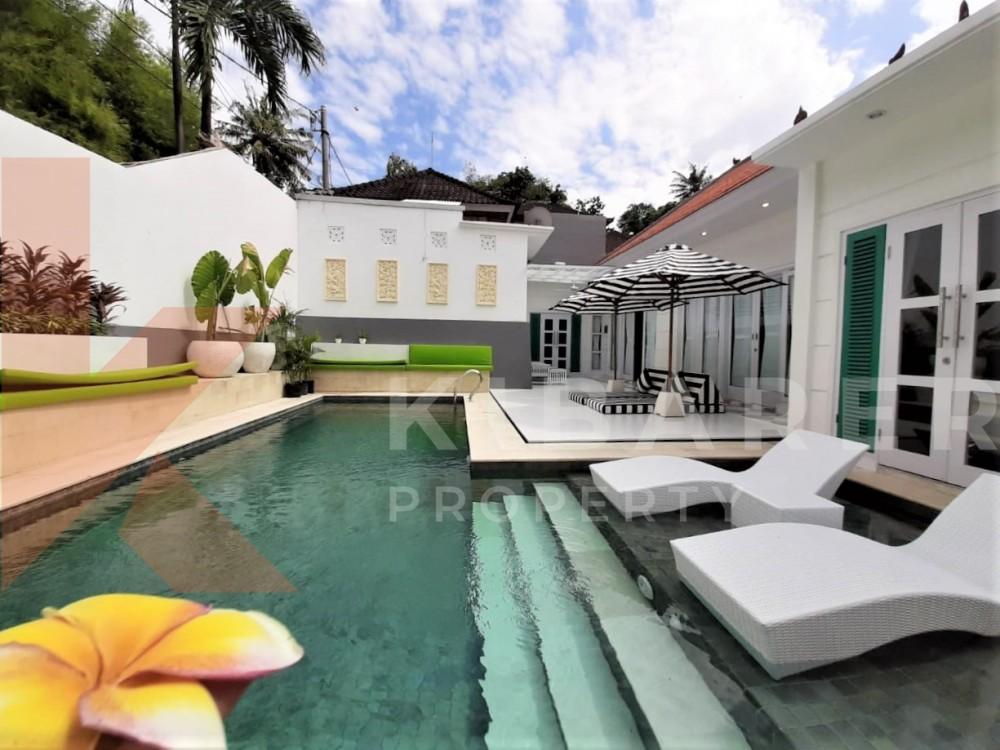 Gorgeous Modern Three Bedrooms Close Living Room Villa In Umalas