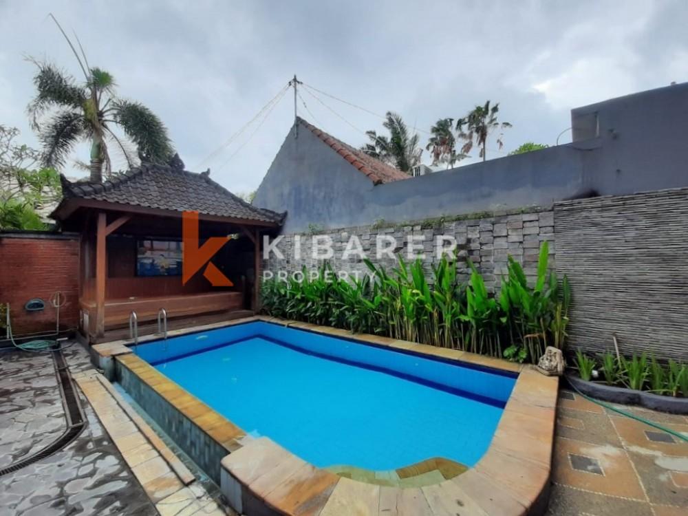 Rumah Bali dengan Empat Kamar Tidur di Seminyak