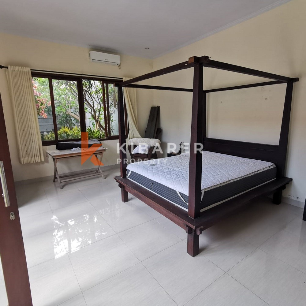 Vila Tiga Kamar Tidur dengan semi-berperabotan di Umalas