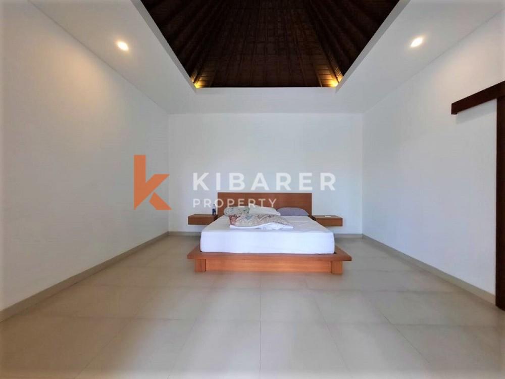 BEAUTIFUL THREE BEDROOM SEMI FURNISH OPEN LIVING VILLA IN BERAWA
