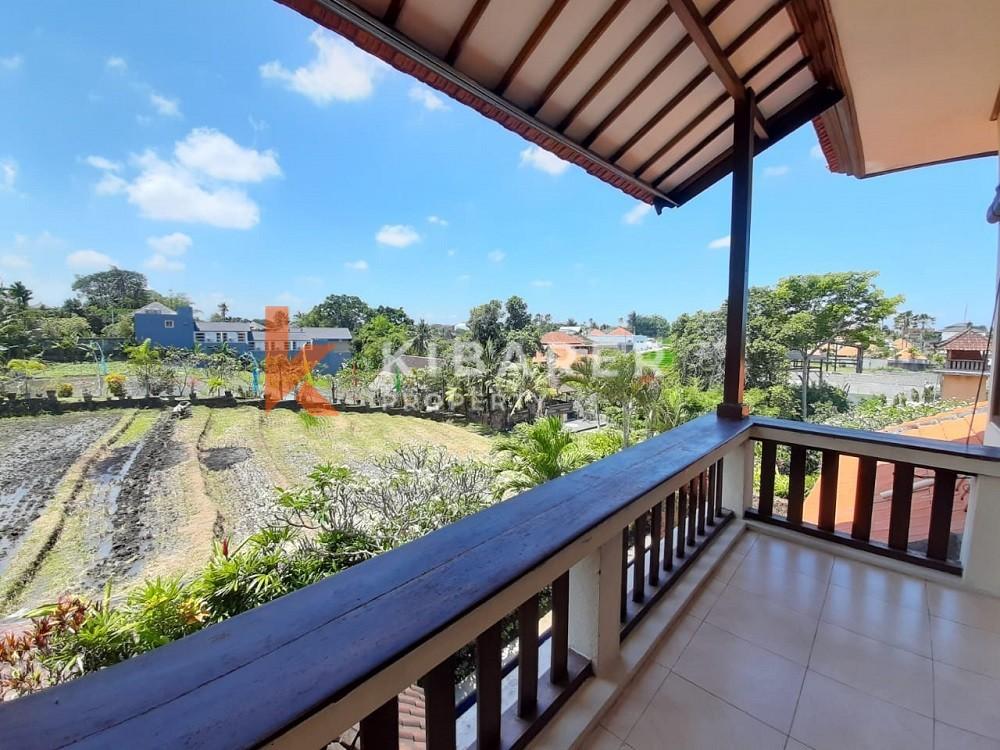 Vila Indah Tiga Kamar Tidur Full Furnished di Canggu