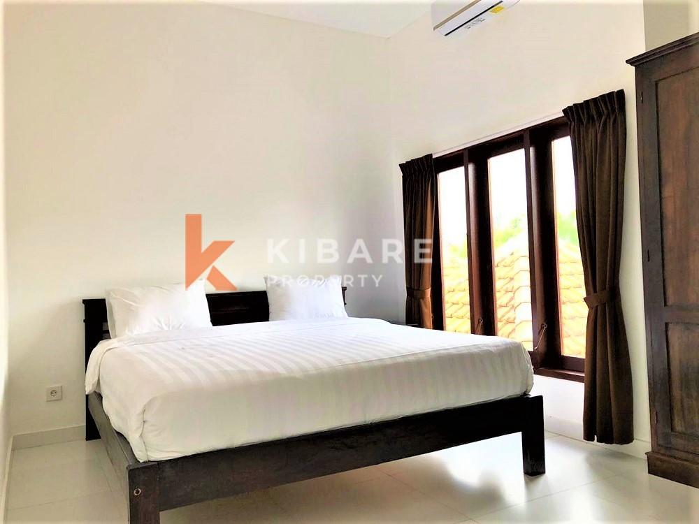 Villa semi-meublée confortable de trois chambres à distance de marche de la plage (loyer minimum de 5 ans)