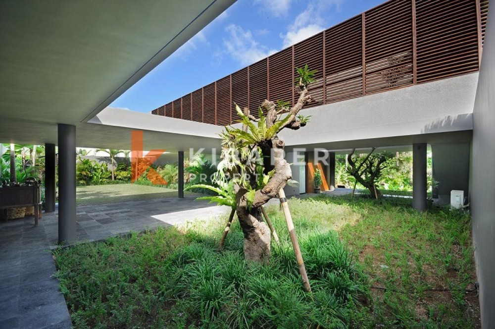Luxury Five Bedrooms Villa With Close Living Room In Pererenan Canggu