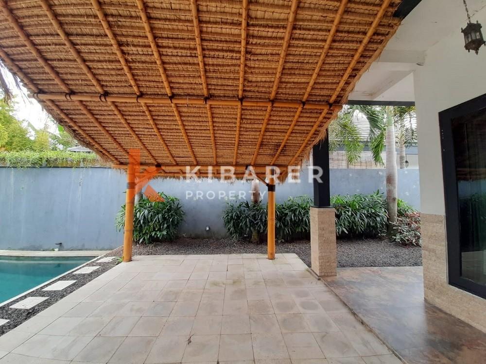 Villa semi-meublée de trois chambres à Canggu