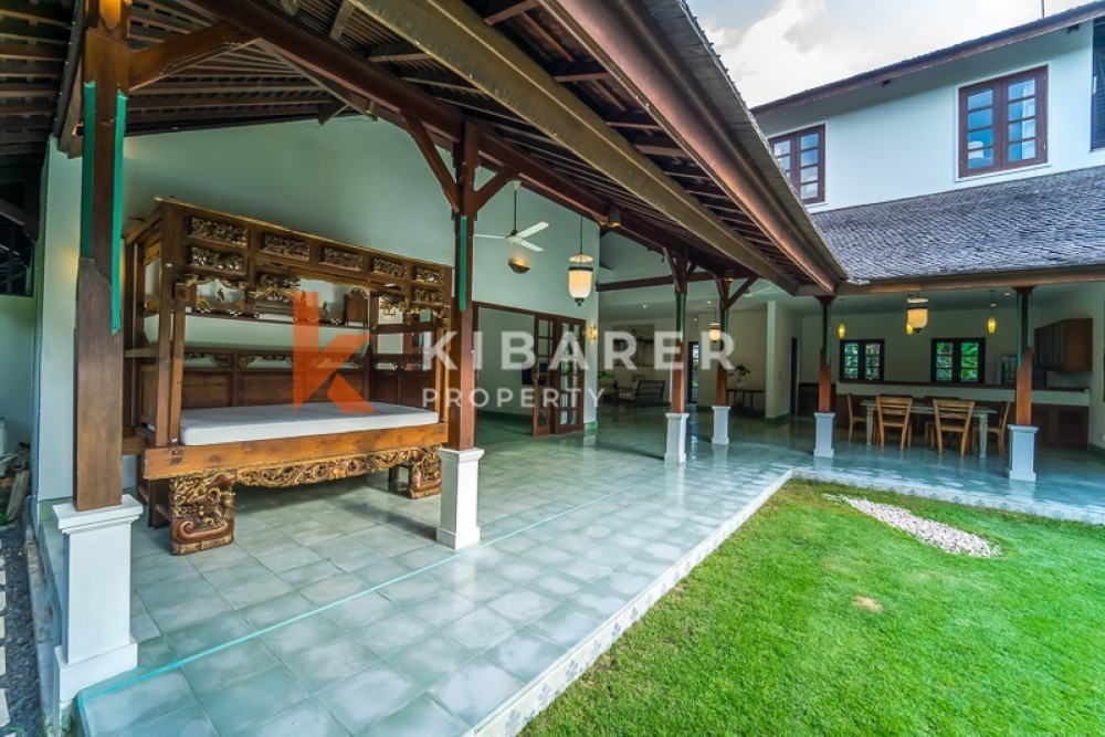 BEAUTIFUL BIG GARDEN FOUR BEDROOM OPEN LIVING VILLA IN PADANG LINJONG