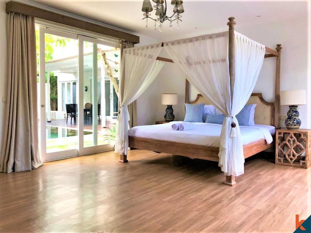 Dijual Vila Mewah 7 Kamar Langkah ke Pantai