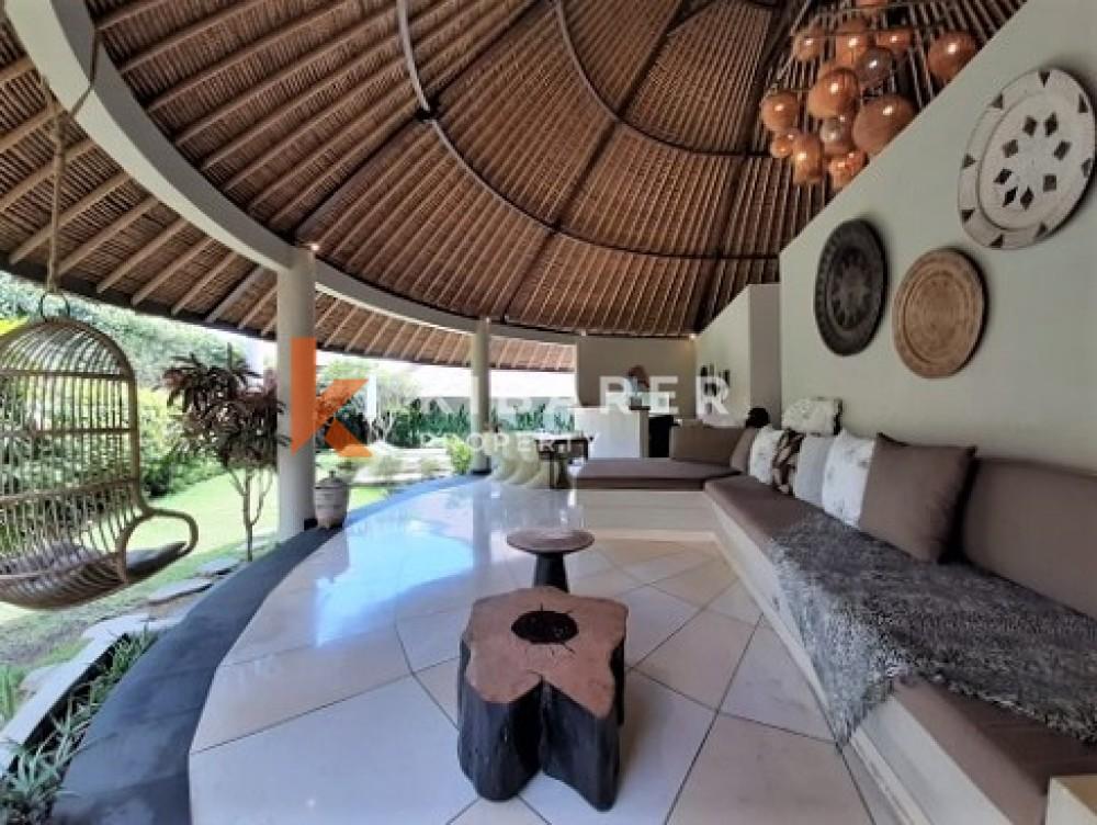 Vila Tiga Kamar Tidur Bergaya Tropis Di Umalas Kerobokan