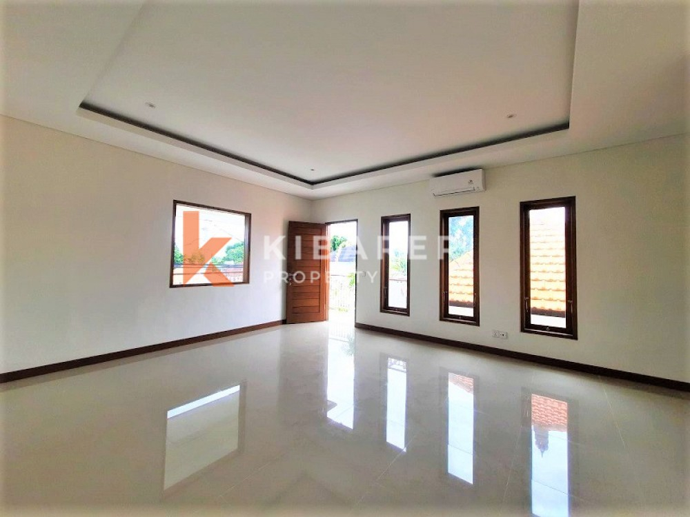 BRAND NEW UNFURNISH THREE BEDROOM OPEN LIVING VILLA IN PERERENAN