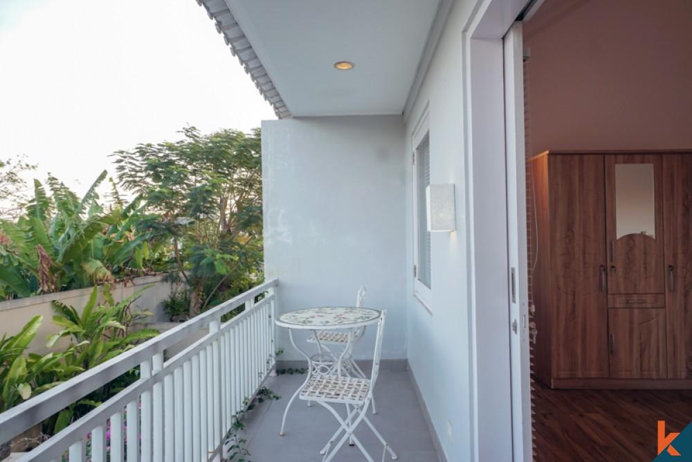 Villa Tiga Kamar Tidur Modern Luar Biasa Dijual Dekat dengan Pantai di Sanur
