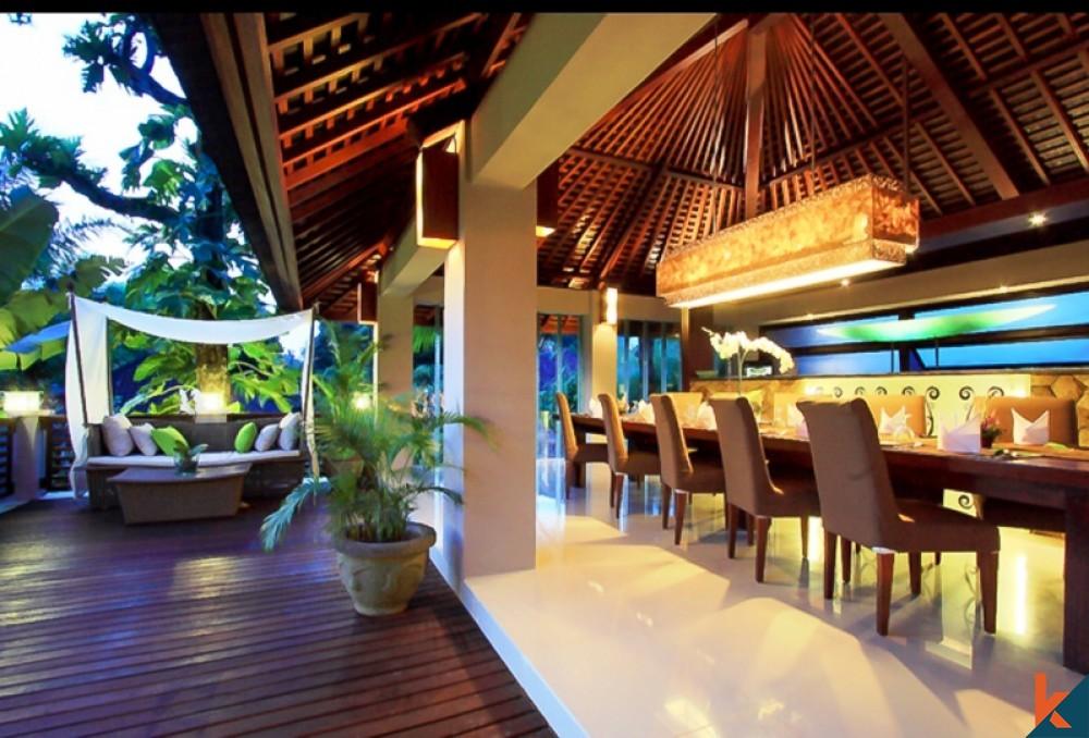 Amazing Luxurious Five Bedrooms VIlla for Sale in Drupadi