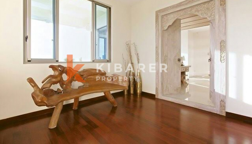 Amazing three level villa with nice view closed living in Bukit