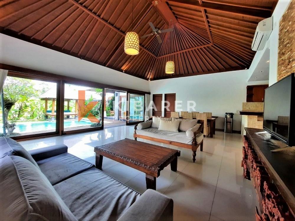 villa dengan tiga kamar tidur yang menakjubkan di area kompleks di bumbak umalas