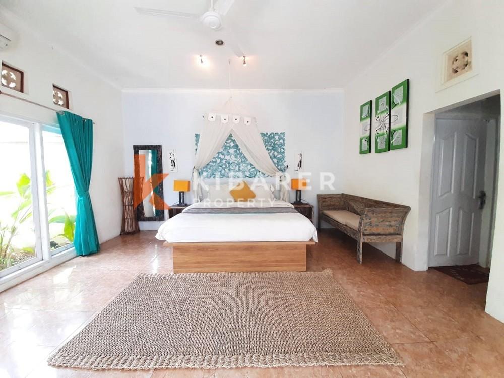 Vila tiga kamar tidur yang indah dengan taman di Seminyak