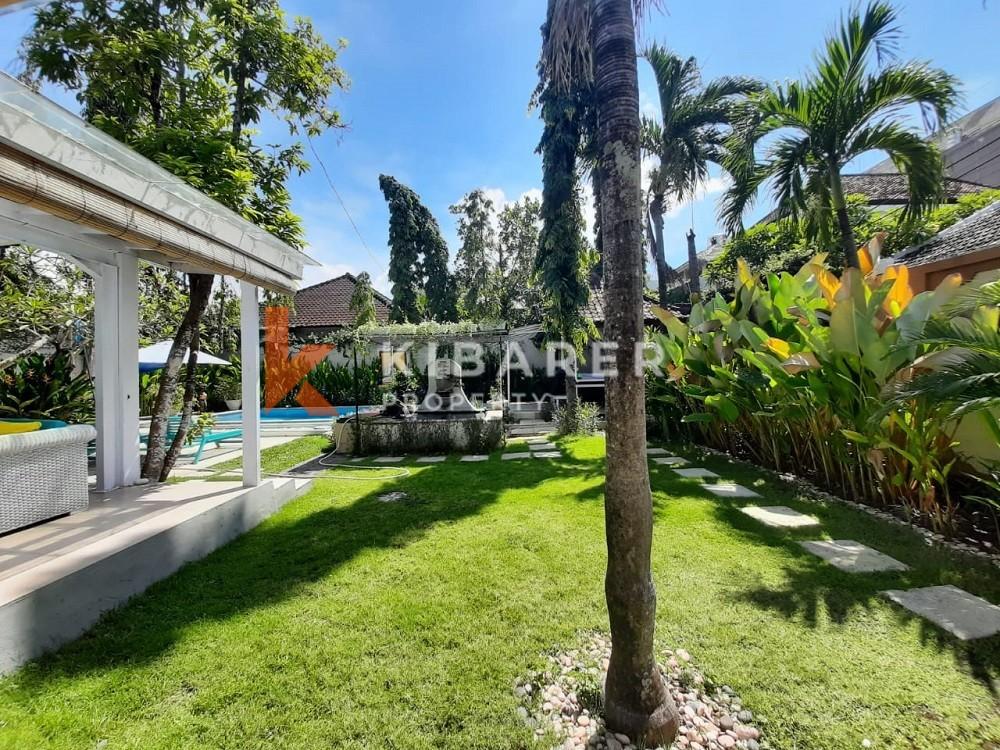 Belle villa de trois chambres avec jardin à Seminyak