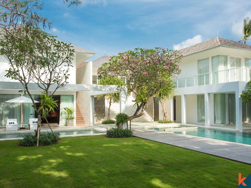 Stunning Modern Six Bedrooms Freehold Villa for Sale in Canggu
