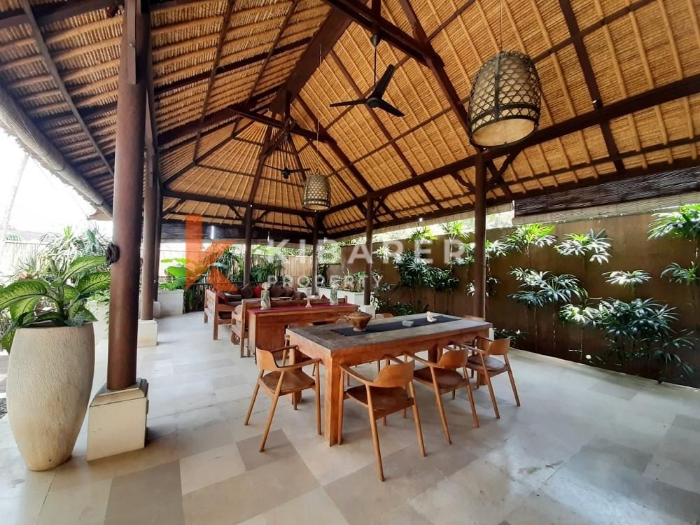 Vila Kompleks Empat Kamar Tidur dalam jarak berjalan kaki ke Pantai Seseh