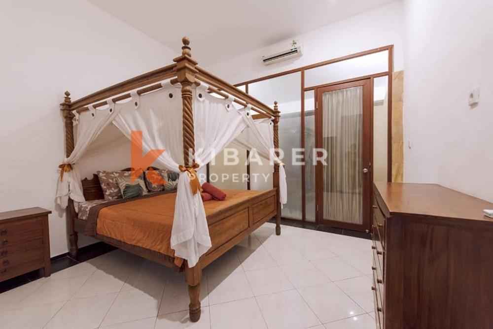 Belle villa balinaise de deux chambres avec jardin à Seminyak