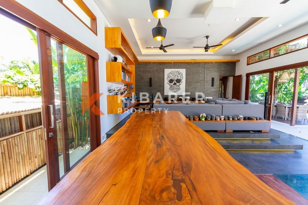 OCEAN VIEW FIVE BEDROOMS ENCLOSED LIVING VILLA IN PERERENAN(available on may 2021)