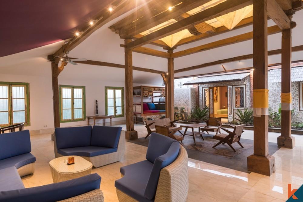 Dijual Villa dengan Empat Kamar Tidur Hak Milik di Seminyak