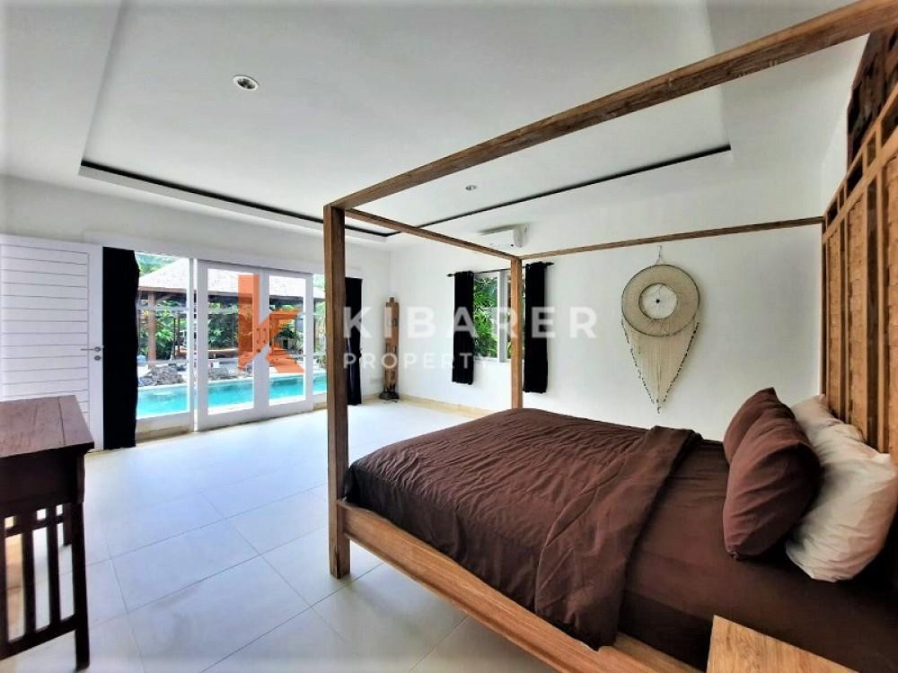 BEAUTIFUL FOUR BEDROOMS ENCLOSED LIVING VILLA IN PERERENAN