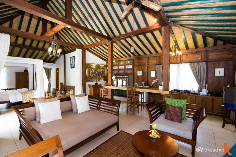 Traditional Freehold Hotel for Sale in Berawa