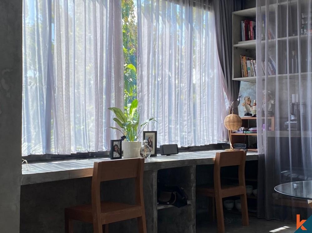 Wisma Kontemporer Luar Biasa di Area Utama Canggu Dijual