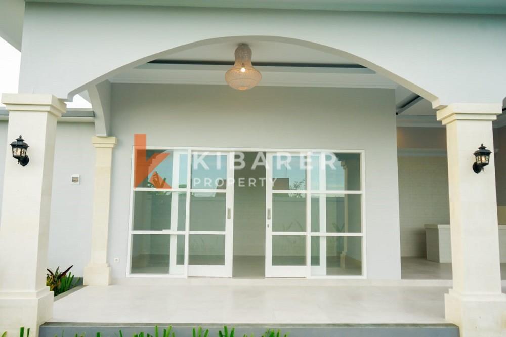 Villa neuve non meublée de deux chambres dans le quartier calme de Canggu