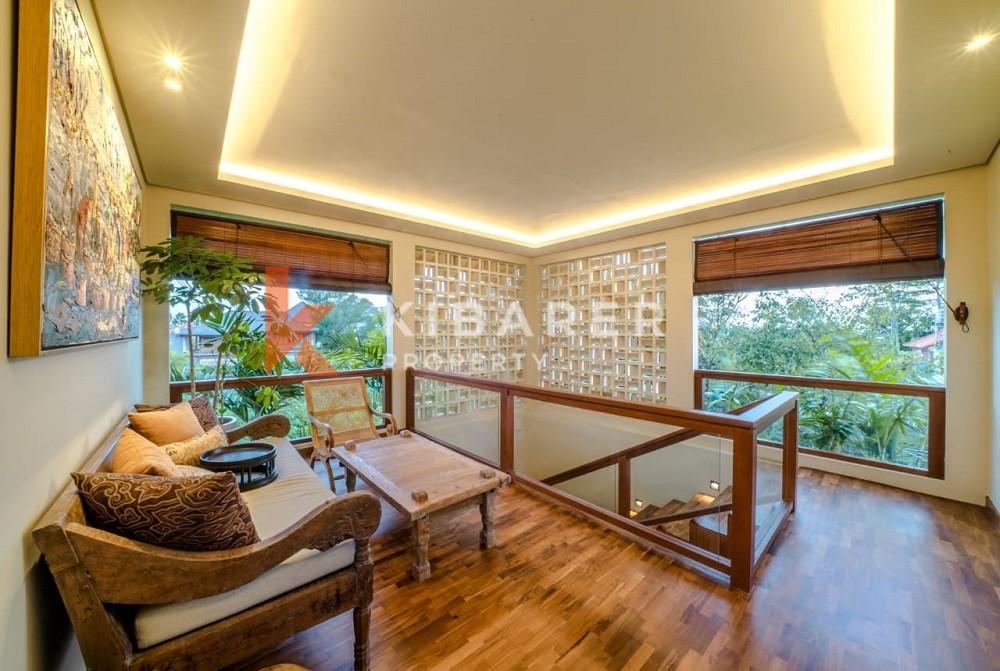 Villa contemporaine moderne de cinq chambres dans la région de Canggu