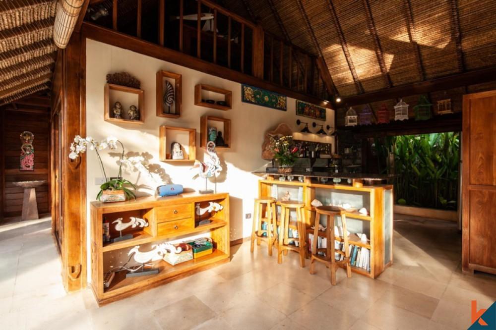 Villa confortable de quatre chambres à distance de marche de la plage