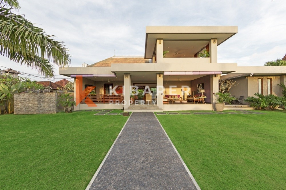 Simple Modern Three Bedroom Villa with big garden in Canggu ( will be available on 12th June 2021 )