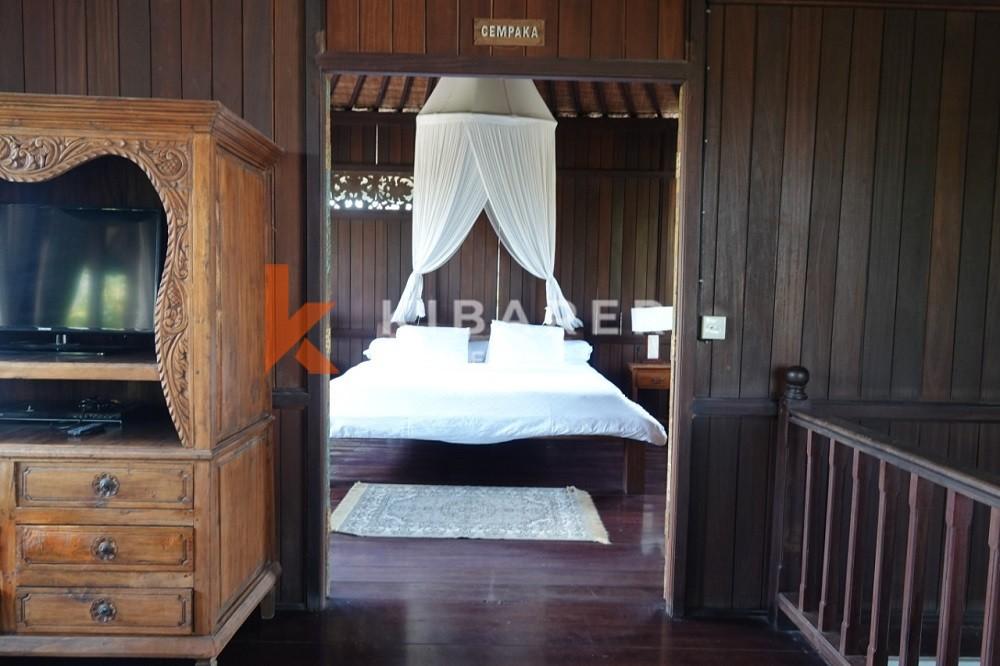 Vila Joglo Empat Kamar Tidur yang indah dengan taman di daerah Pererenan