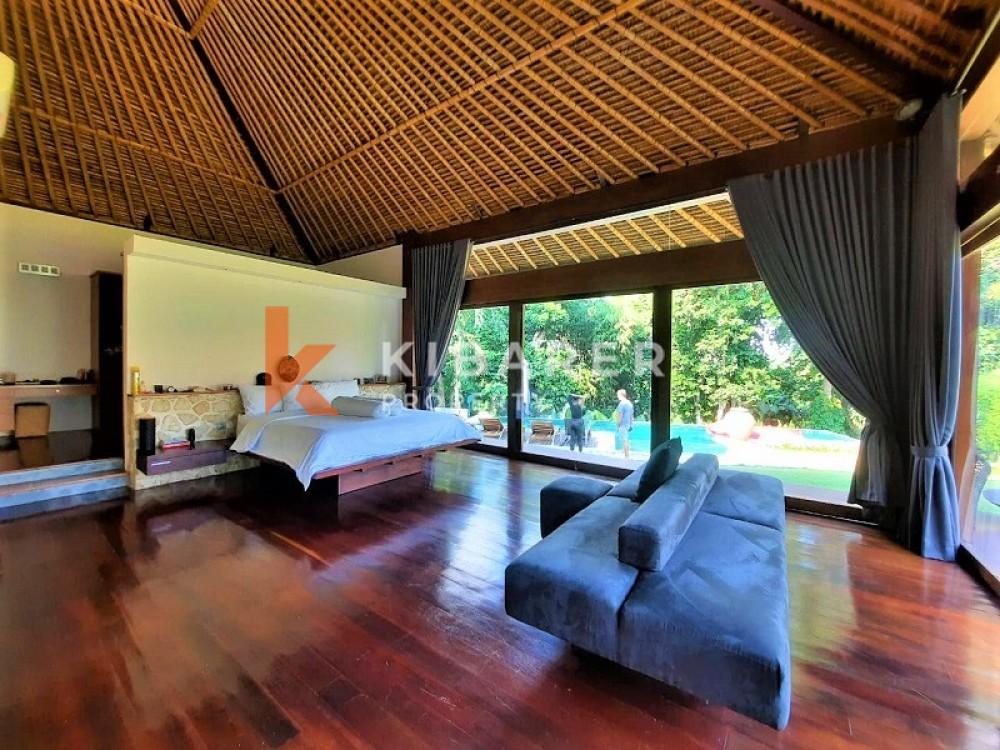Villa Tiga Kamar Tidur Yang Indah Di Canggu Dengan Taman Yang Sangat Luas