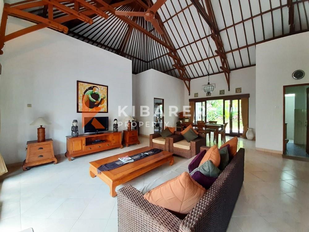 Kompleks Vila Tiga Kamar Tidur Sederhana terletak di Umalas dekat Canggu