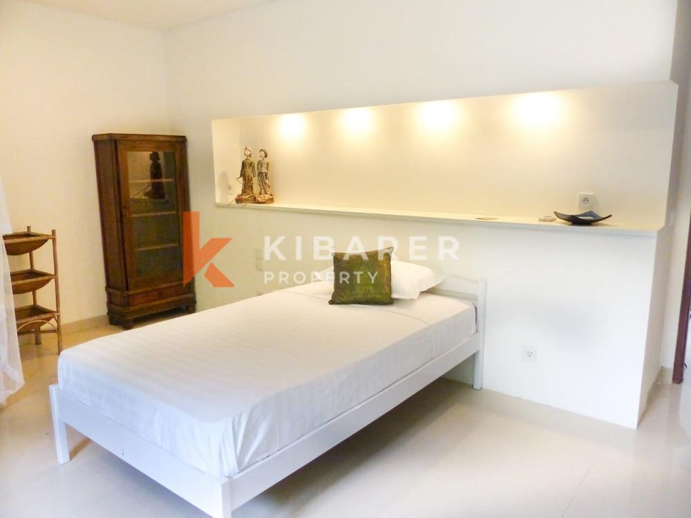 Vila Tiga Kamar Tidur yang Menakjubkan menawarkan kompleks aman di Canggu