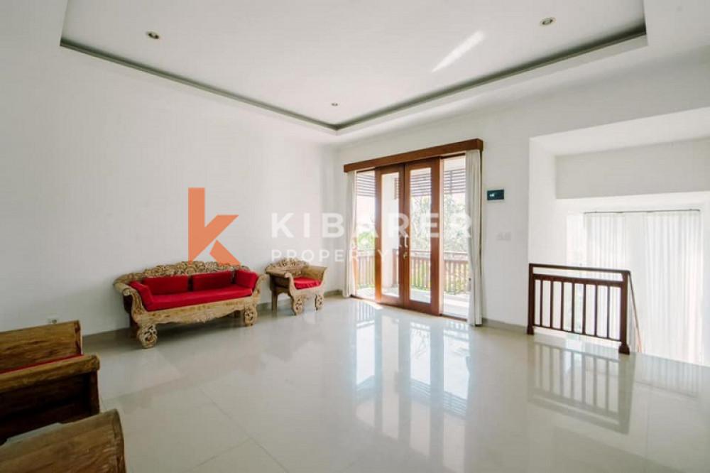 Beautiful Three Bedrooms Villa Close Living room in Sanur