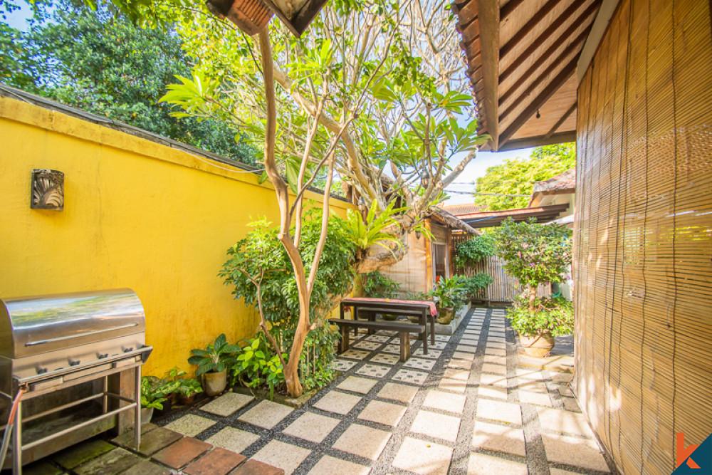 Villa Freehold Guest House Menakjubkan dengan ROI Terbaik untuk Dijual di Sanur