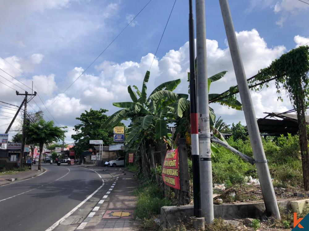 Tanah Depan Jalan Besar di Abianbase Dijual