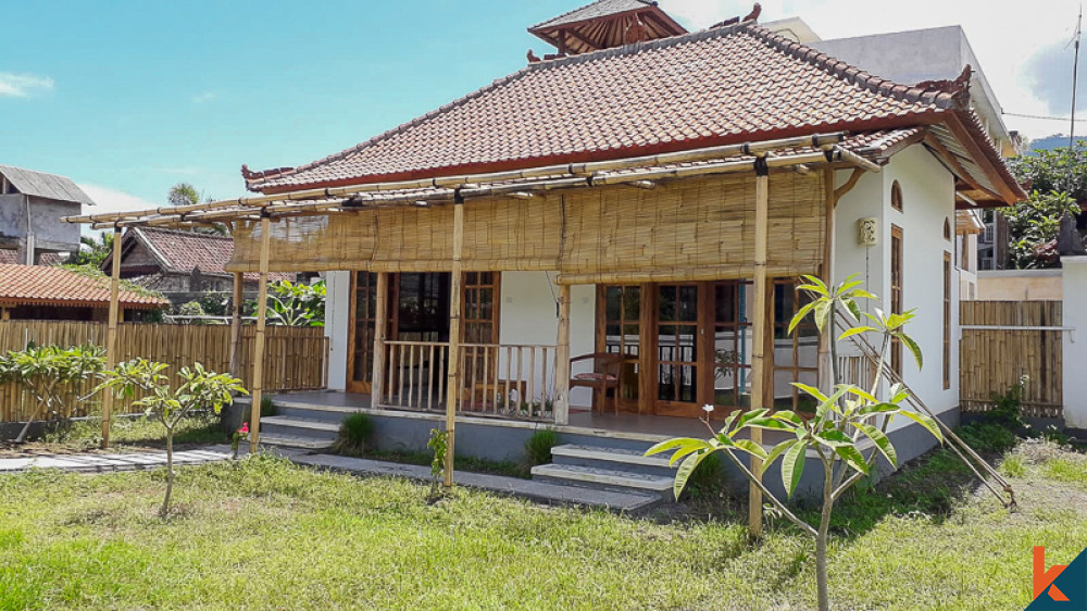 Villa Indah Dengan Pemandangan Gunung Dijual di Amed