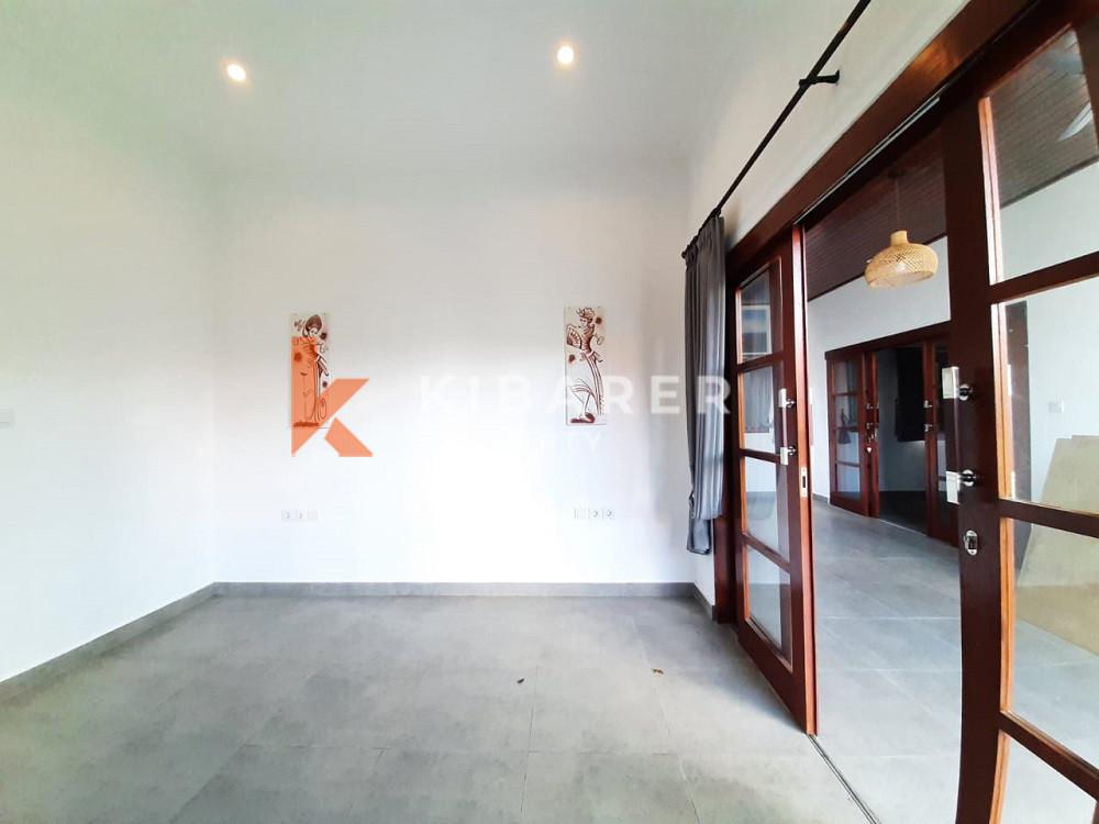 Vila Tiga Kamar Tidur Tanpa Perabotan Baru yang terletak di Kerobokan