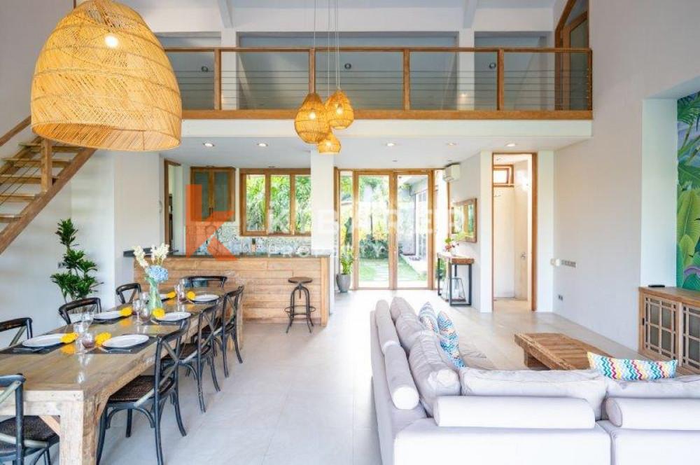 Villa Hidup Tertutup Lima Kamar Tidur Menakjubkan Dengan Taman Besar Di Berawa