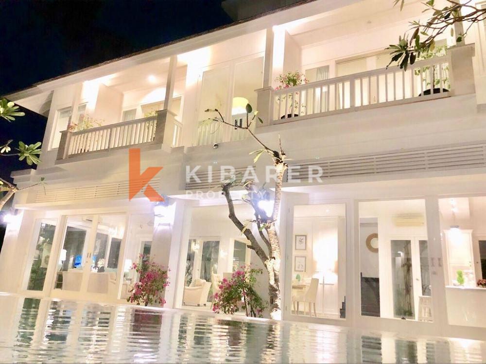 Stunning Four Bedroom Villa with modern design in Canggu